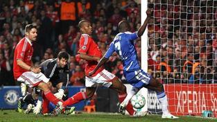 Ramires v gólové pozici netrefil míč. Chelsea to málem stálo postup