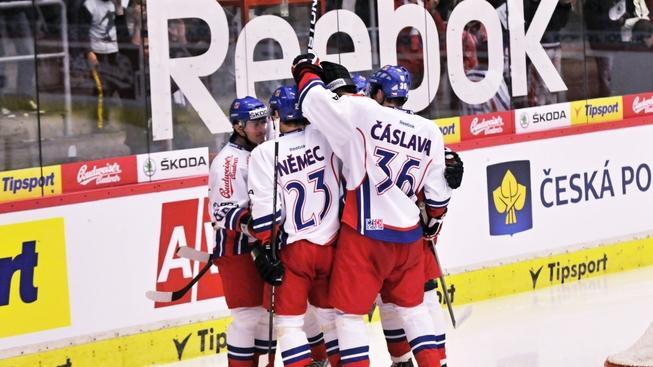 V českobudějovické Budvar aréně se 13. dubna 2012 hrálo prvnní utkáni  Euro Hockey Challenge mezi celky Česka a Německa. Na snímku radost z vstřelené branky. JÁN HONZA / MEDIAFAX