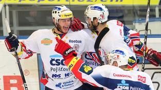V brňenské Kajot areně se 19. dubna 2012 odehrálo 6. finálové utkání play-off mezi HC Kometa Brno a HC ČSOB Pojištovna Pardubice. Na snímku radost hráčů Pardubic. MILAN KAMMERMAYER / MEDIAFAX