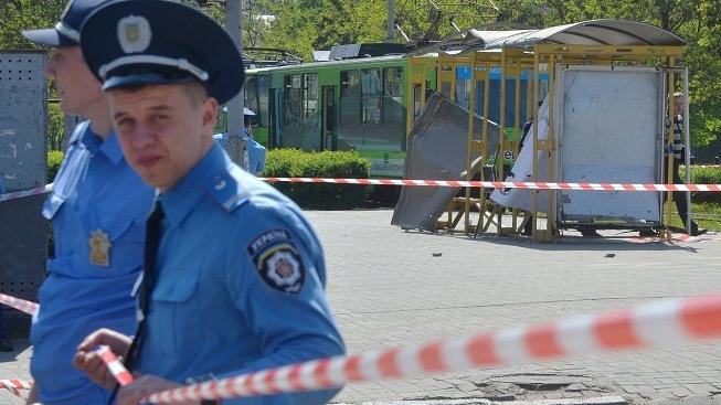 Image: 0127585203, License: Rights managed, Police experts examine one of the explosion sites in the eastern Ukrainian city of Dnipropetrovsk, on April 28, 2012. At least 27 people were injured on April 27, in Dnipropetrovsk in four successive blasts that President Viktor Yanukovych called a challenge to the nation., Place: UKRAINE, Model Release: No or not aplicable, Credit line: Profimedia.cz, AFP