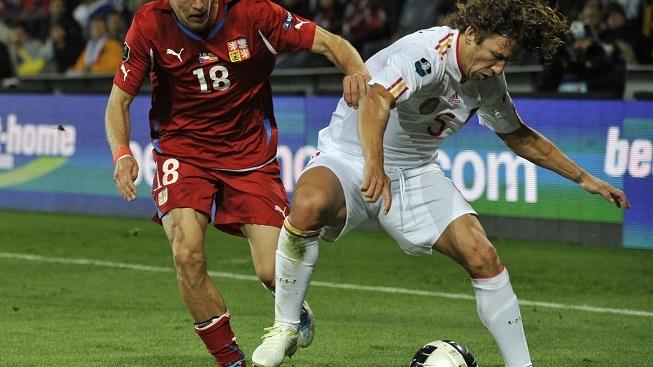 Image: 0104377075, License: Rights managed, Spain's Carles Puyol (R) and Czech Daniel Kolar fight for the ball during the group I of Euro 2012 qualifying round football match between Czech Republic and Spain at the Generali Arena in Prague, on October 7, 2011., Place: CZECH REPUBLIC, Model Release: No or not aplicable, Credit line: Profimedia.cz, AFP