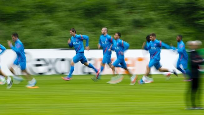 Image: 0130635557, License: Rights managed, Netherland's players run during a practice session at the training camp of the Netherlands national football team in Hoenderloo on May 31, 2012. AFP PHOTO/ ROBIN UTRECHT, Place: NETHERLANDS, Model Release: No or not aplicable, Credit line: Profimedia.cz, AFP