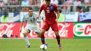 Na městském stadionu ve Wroclawi se 12. června 2012 odehrál druhý zápas české reprezentace proti celku Řecka. Na snímku Kyriakos Papadopoulos (vlevo) a Milan Baroš (vpravo) MILAN KAMMERMAYER / MEDIAFAX