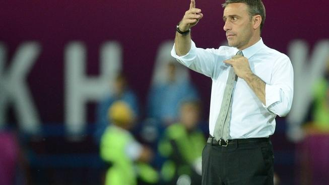 Image: 0131606910, License: Rights managed, Restrictions: RESTRICTED TO EDITORIAL USE, Portuguese headcoach Paulo Bento gestures to his players during the Euro 2012 football championships match Portugal vs. Netherlands on June 17, 2012 at the Metalist stadium in Kharkiv., Place: UKRAINE, Model Release: No or not aplicable, Credit line: Profimedia.cz, AFP