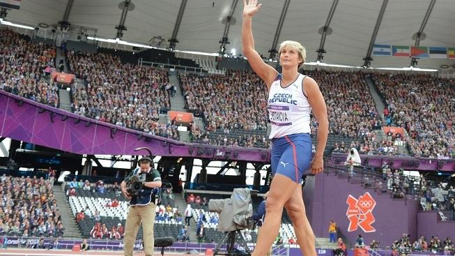 Image: 0139403626, License: Rights managed, Czech Republic's Barbora Spotakova waves as she competes in the women's javelin throw qualifying rounds at the athletics event during the London 2012 Olympic Games on August 7, 2012 in London., Place: UNITED KINGDOM, Model Release: No or not aplicable, Credit line: Profimedia.cz, AFP