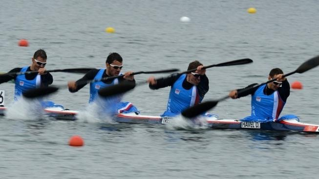 Image: 0139400589, License: Rights managed, (R-L) Czech Republic's Daniel Havel, Lukas Trefil, Josef Dostal and Jan Sterba compete in the kayak four (K4) 1000m men's heats during the London 2012 Olympic Games, at Eton Dorney Rowing Centre in Eton, west of London, on August 7, 2012., Place: UNITED KINGDOM, Model Release: No or not aplicable, Credit line: Profimedia.cz, AFP