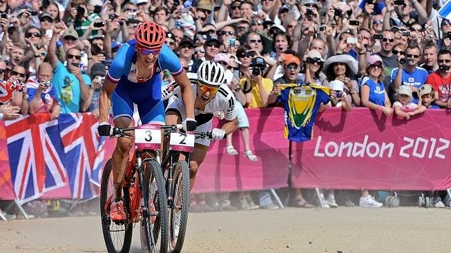 Image: 0139659732, License: Rights managed, Czech Republic's Jaroslav Kulhavy (L) rides ahead of Switzerland's Nino Schurter during the men's cycling cross-country mountain bike race of the London 2012 Olympic Games on August 12, 2012 at Hadleigh Farm in Benfleet., Place: UNITED KINGDOM, Model Release: No or not aplicable, Credit line: Profimedia.cz, AFP