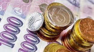 Platy malé, úspory žádné, ale ceny světové. Bída žene Čechy do dluhů