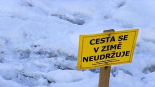 Chodci musí v zimě zohlednit stav chodníků. Jinak...