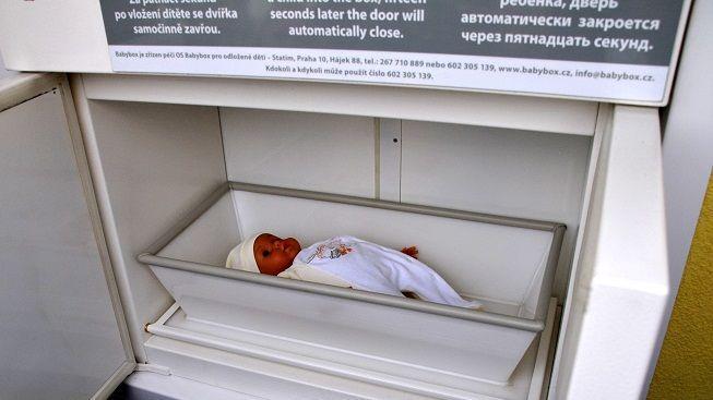 V baby-boxu našli doktoři v ranních hodinách malinkého chlapečka