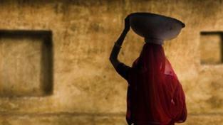 Indičtí zemědělci se bouří: Dillí stojí na naší půdě!