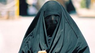Egypťan v Itálii brutálně zbil svou těhotnou manželku, která si sundala závoj