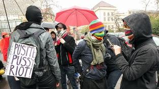 """Celý svět po tvrdém rozsudku protestuje: """"My všichni jsme Pussy Riot"""""""