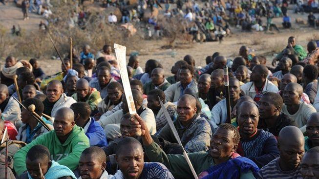 V Jihoafrické republice střílí policie do tisíců stávkujících horníků