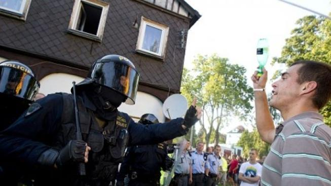 Začal ostře sledovaný proces s útočníky z Rumburku. Obžalovaní ale nedorazili