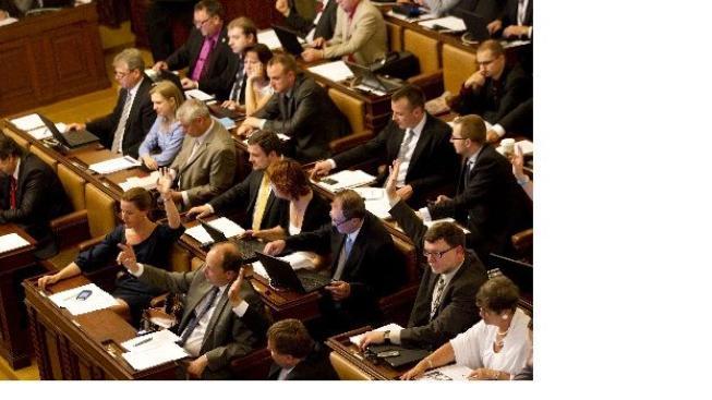 Poslanci schvalují sociální a důchodovou reformu
