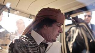 Kaddáfího rodina je v Alžírsku, vůdce sám se asi skrývá v Libyi