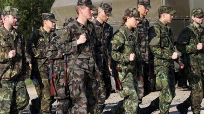 Tisíce vojáků přijdou o výsluhy, rozhodl Vondrův úřad