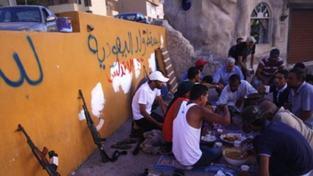 Libyjští rebelové prohledávají Sabhá, střílí se i v Tripolisu