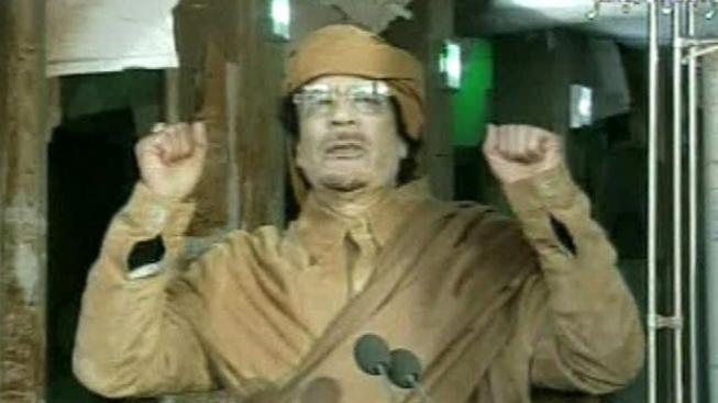 NATO pomáhá povstalcům hledat Kaddáfího, potvrdil ministr Fox