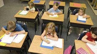 Školy jsou naplněné jen ze 60 procent, některé ale odmítají žáky