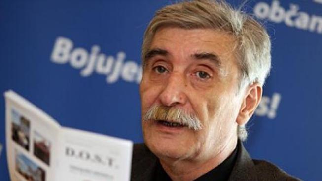 Státní úředník se nesmí chovat jako aktivista, řekl Nečas na adresu Bátory