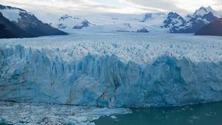 Sedmdesátiletý senior zázrakem přežil týden v trhlině ledovce
