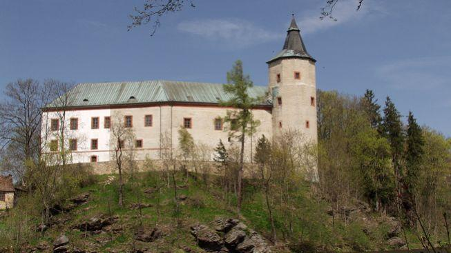 Opilec vybavený kladivem se snažil vykrást zámek v Žirovnici