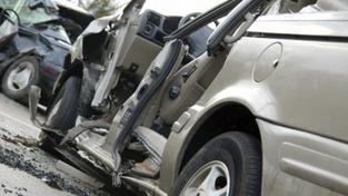 Nehoda autobusu a auta zkomplikovala dopravu mezi Brnem a Znojmem