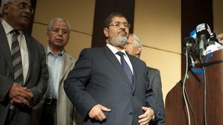 V Káhiře začal a byl odročen soud se svrženým prezidentem Mursím