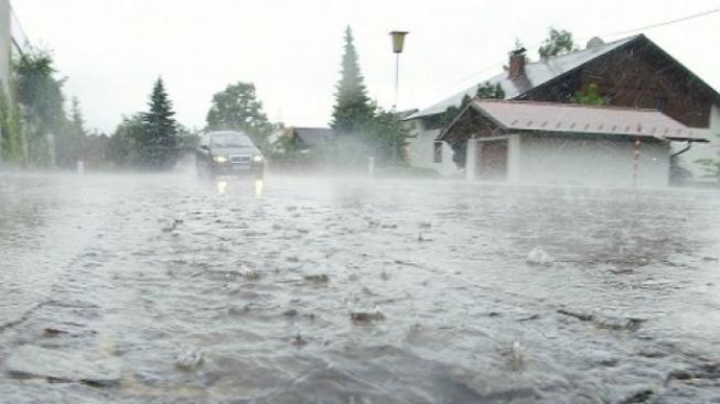 Meteorologové zmírnili varování. Extrémní srážky a záplavy již nehrozí