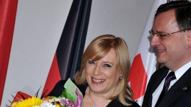Česká republika převzala od Slovenska šéfování V4. Zaměří se na finance