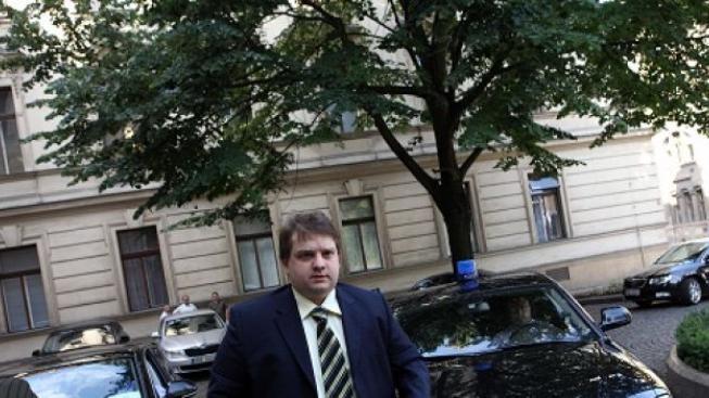 VV chtějí stranické ministry, padnout by mohl Šmerda. Nečas ho nechce odvolat