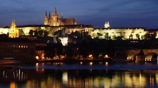 Za chvíli budou chtít Němci Hradčany! Křik kvůli prodeji paláce