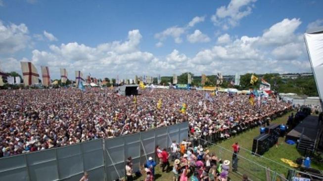 Největší rockový festival světa v Glastonbury opět ožívá