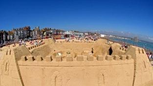 Největší hrad z písku všech dob! Hradby dosáhly délky 27,3 kilometru