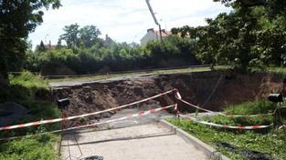 V pražské Stromovce se opět sesunula půda. Prý ne kvůli Blance