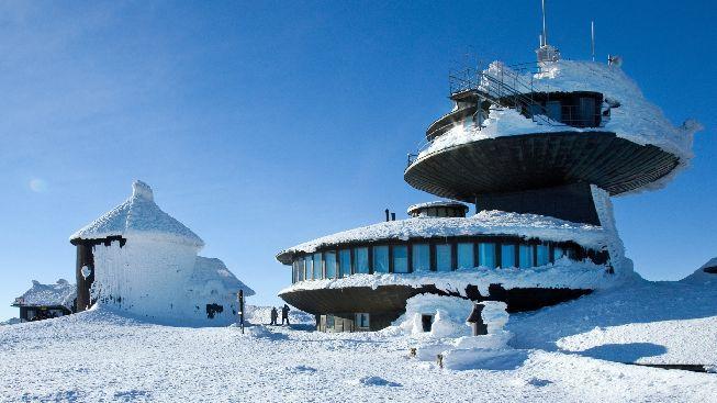 Rozbitá lanovka ztíží tradiční pouť na Sněžku, nefunguje horní úsek