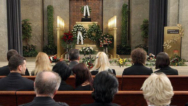 Nemáte na pohřeb? Přijde vás utěšit úředník