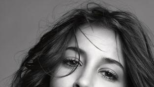 L'Oréal Paris vsadilo na mládí a jako novou tvář vybralo Leilu Bekhti