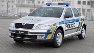 Nepozorná řidička srazila dvě dívky na přechodu