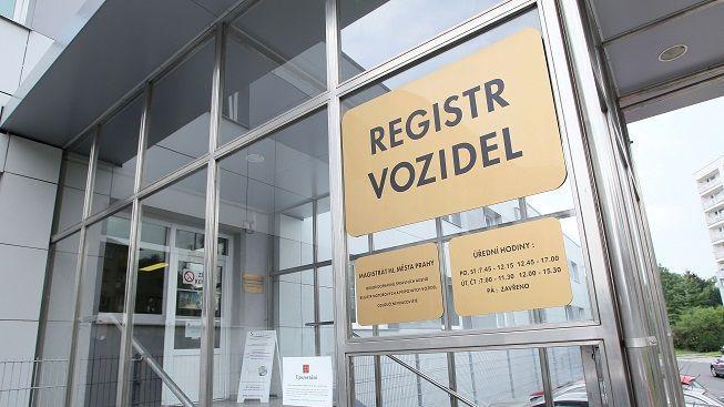 Kvůli chybám v registru skončil na ministerstvu druhý vedoucí úředník