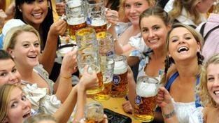 Letošní Oktoberfest má být ekologičtější. Pivo ale opět podraží