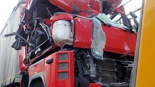 D1 směrem na Prahu stojí kvůli srážce kamionů. Vznikají kolony