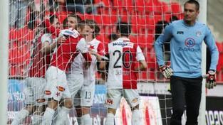 Slavia porazila Slovácko, vzdaluje se od pásma sestupu