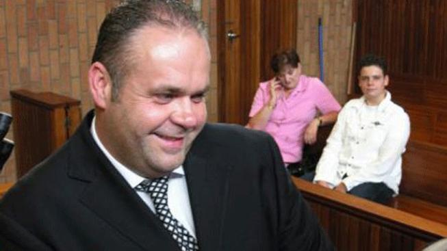 Krejčíř prý okradl jihoafrickou pojišťovnu o miliony