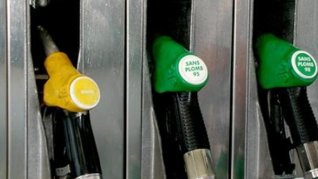 Kalousek: Benzín zlevnit můžu. Ale zdražím chleba