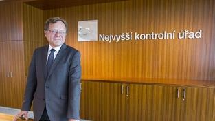 Zeman jmenoval do čela NKÚ sociálního demokrata Kalu