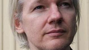Assange u londýnského soudu bojuje proti vydání do Švédska