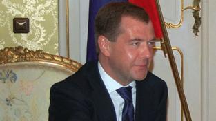 Medveděv podepsal smlouvu START, ratifikace je u konce